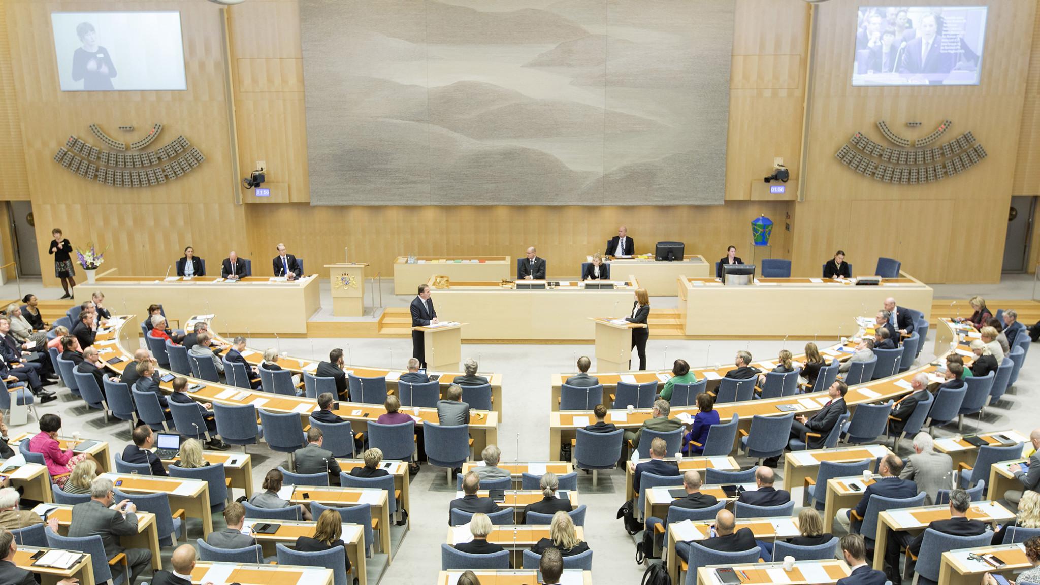 Отношения между Правительством и Парламентом